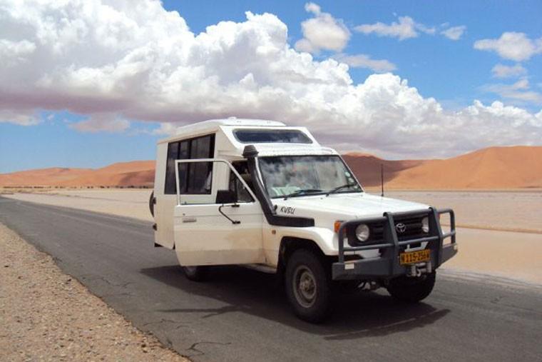 Tour vehicle