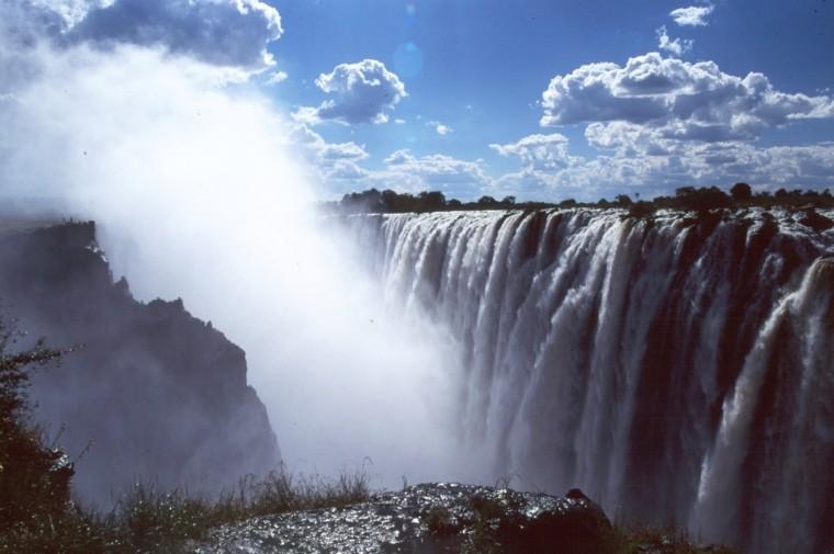 Victoria-falls-cloud-
