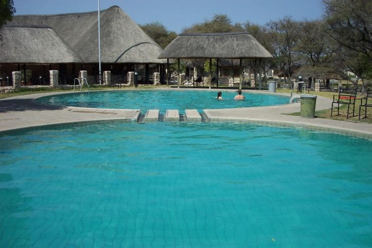 Okaukuejo pool