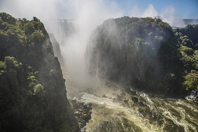 Victoria Falls  by ninara