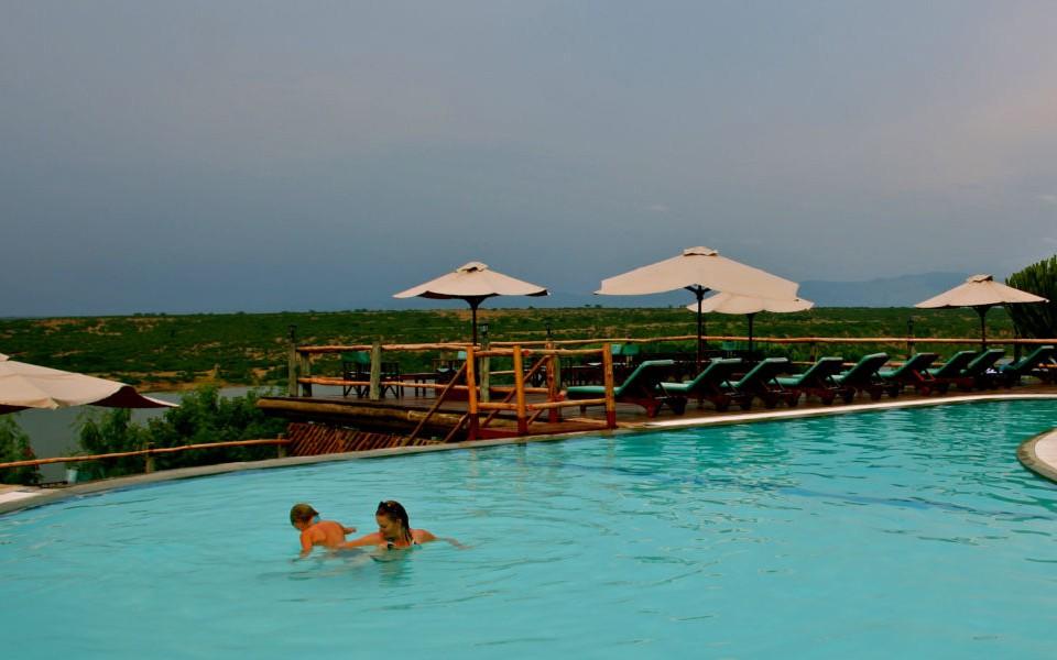 Mweya safari lodge swimming pool-lo