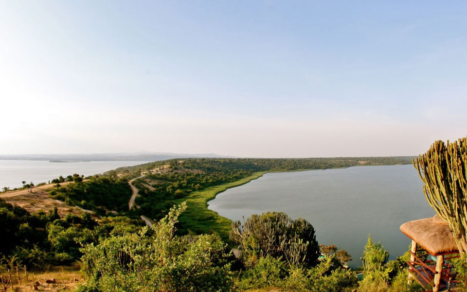 Mweya safari lodge lake edward and kazinga channel views-lo