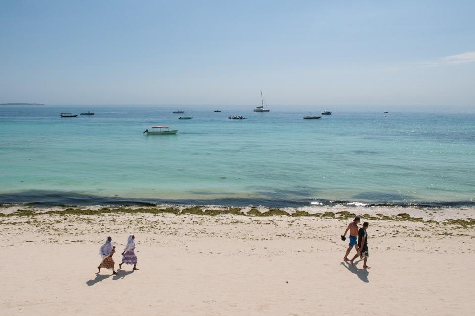 Zanzibar beach  by Yoni Lerner