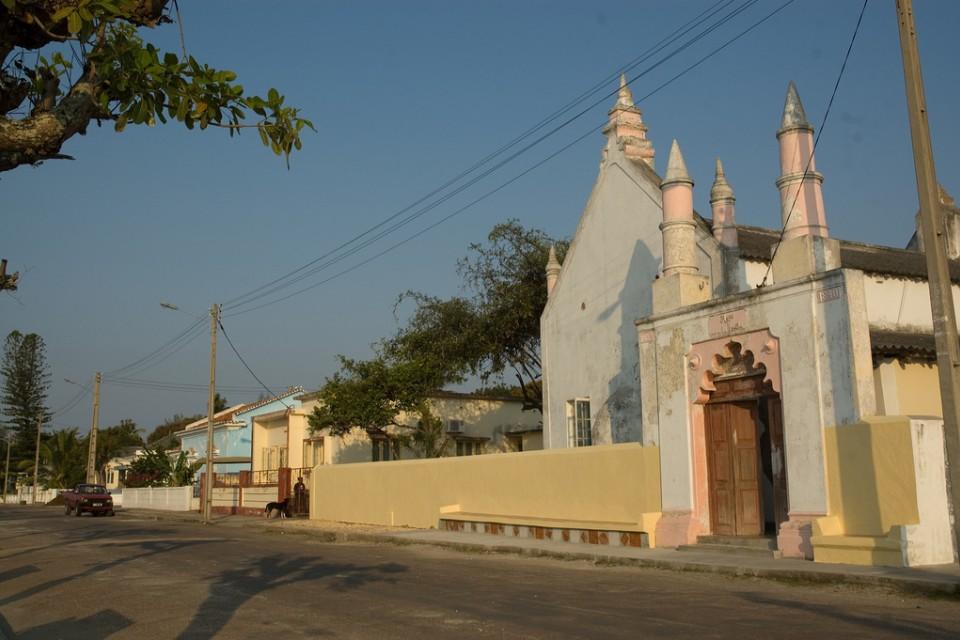 Inhambane building  by Emilio