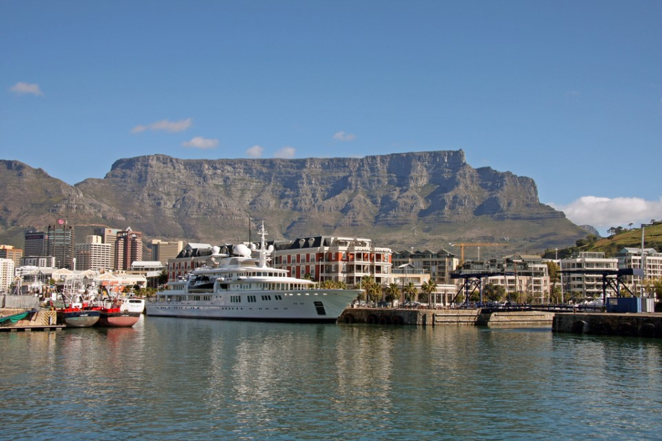 Table Mountain  by Brian Snelson